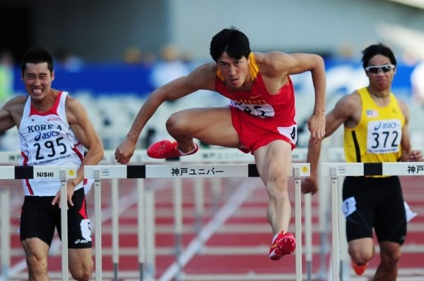 Liu Xiang Wins the Asian Champs